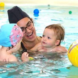Acquaticità Neonatale: 10 motivi per iscrivere il bebè